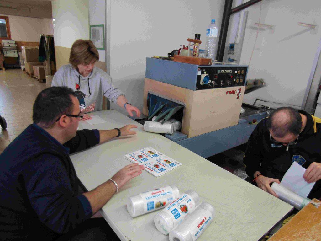 2017 10 26 Virosac rotoli sacchetti per alimenti Cooperativa Vallorgana laboratorio (5)